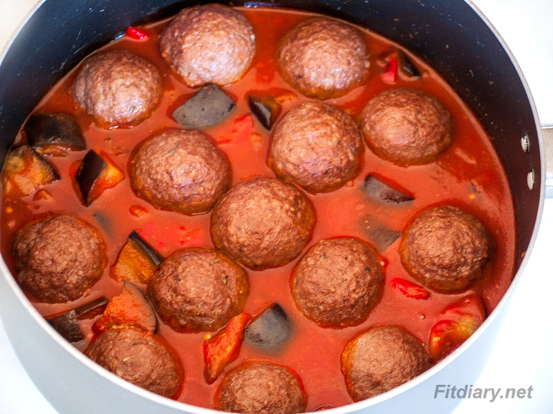 Meatballs in Eggplant and Bell Pepper Sauce