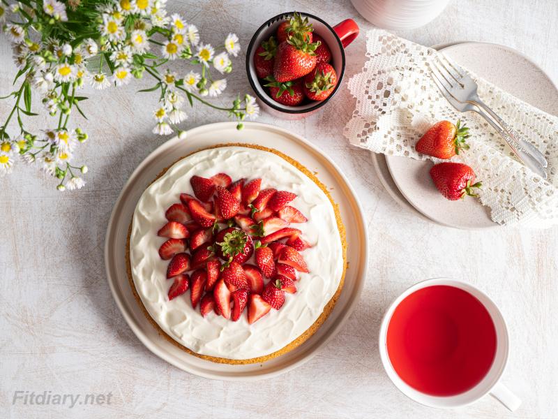 Strawberry Cake – healthy, sugar-free ultimate summer dessert