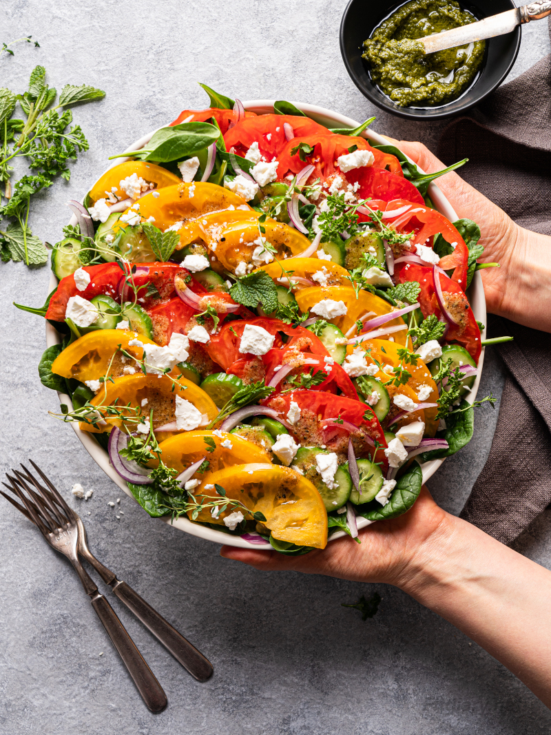 Summer Tomato Salad – healthy, low carb salad for dinner that is ready in 10 minutes